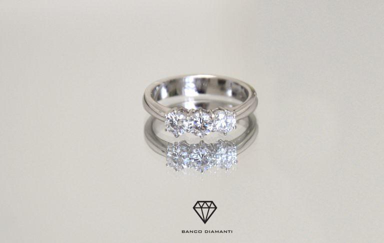 Vendere l'anello di fidanzamento rapidamente