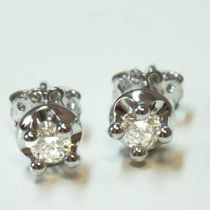 Dove vendere i vostri orecchini con diamanti a un prezzo garantito